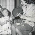 Regardez cette vielle prothèse auditive d'une petite fille en 1934