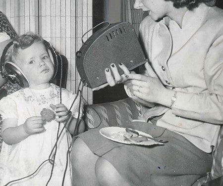 This is how an old hearing aid looked like in 1934